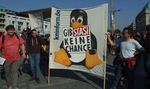 Mit Tux auf der Demo gegen Überwachungsstaat
